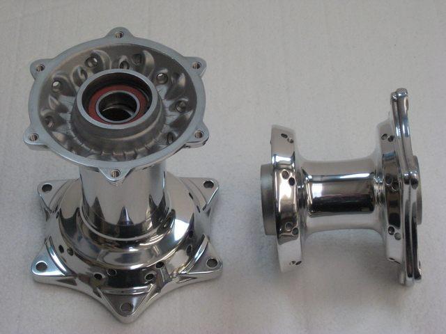 Lucidatura mozzi ruota in alluminio moto d 39 epoca pulimetal - Alluminio lucidato a specchio ...